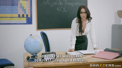 Восхитительная учительница садится анальной дыркой на хер студента