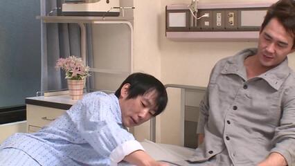 Страстно трахнули молодую медсестричку