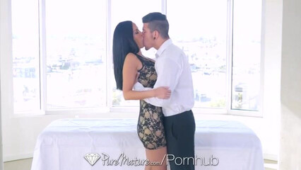 Грудастая красотка Veronica Rayne трахается с личным массажистом